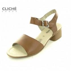 Nadměrné hnědé sandály na...