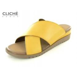 Žluté nadměrné pantofle...